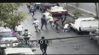 Un video captó cómo unos jóvenes atacaron en manada a un adolescente