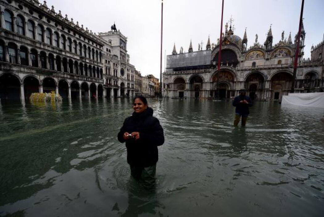 La ola de mal tiempo que sacude el norte de Italia inundó a Venecia, don...