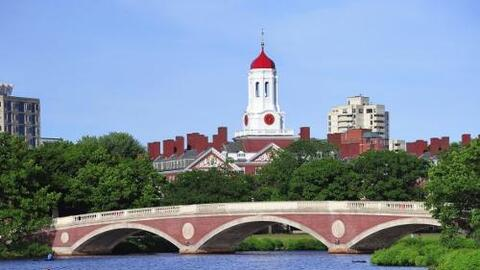 1) UNIVERSIDAD DE HARVARD - La Universidad de Harvard es una universidad...
