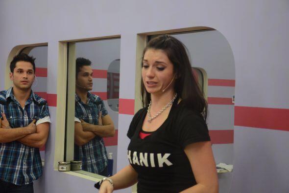 Shanik insistía que no es justo que Laura fue elegida para conducir el d...