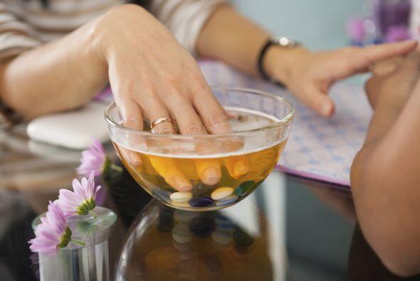 4.- Sumerge tus uñas en jugo de naranja: De esta manera inyectar&...