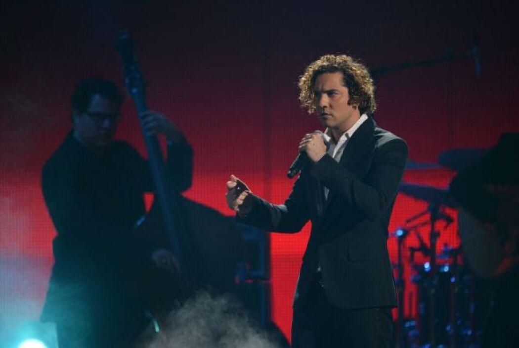 David Bisbal subió al escenario de Premio Lo Nuestro para cantar uno de...