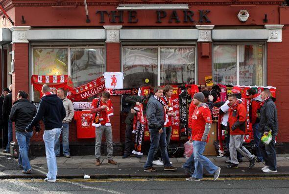 Los hinchas de los 'Reds' llegaron temprano y coparon las cercanías de s...