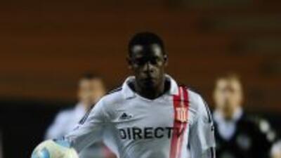 Duvan Zapata va al Calcio con el Nápoles.