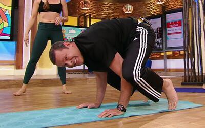 Estas posturas de yoga para principiantes fueron todo un reto para Alan...