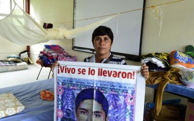 Elena Guerrero, madre de Giovanni Galindes, uno de los 43 alumnos de la...