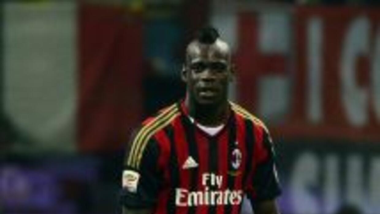 Mario Ballotelli y el Milan a escena en la Champions.