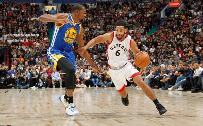 Warriors cayeron ante los Raptors en el primer juego de pretemporada.