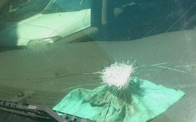Atacan con piedras a una conductora que transitaba por el sur de Chicago