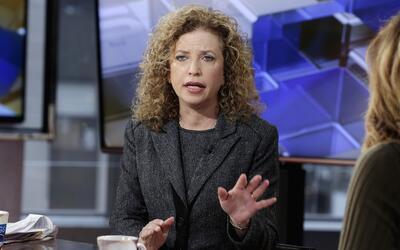 Debbie Wasserman Schultz, presidenta del Comité Nacional Demócrata (DNC...