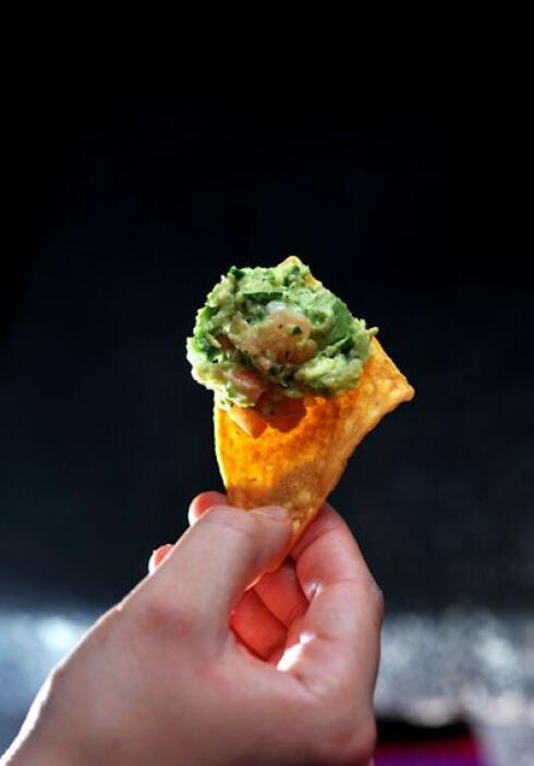 Una combinación bien mexicana son las tortillas horneadas o fritas con g...