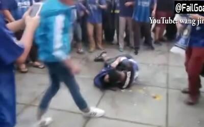 Hooligans chinos dan golpiza monumental a un aficionado