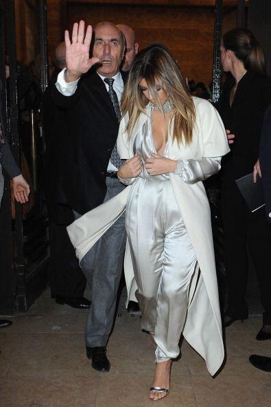 Ella también eligió un 'body' encantador en color plata pa...