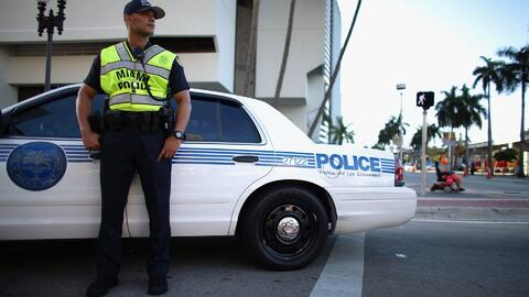 Autoridades buscan  un hombre que asaltó a un oficial en Coral Gables