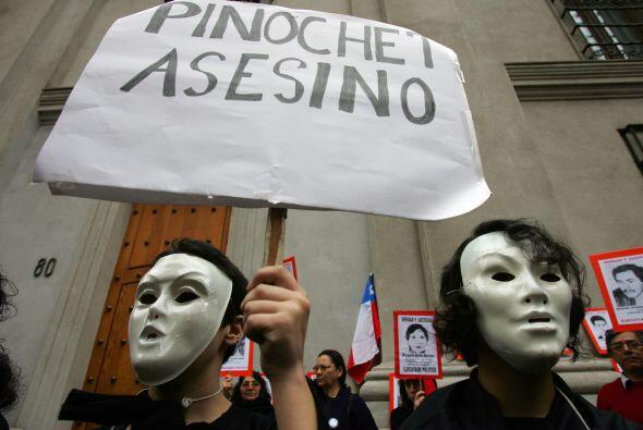 La gestión de Pinochet estuvo ensuciada por graves violaciones a...