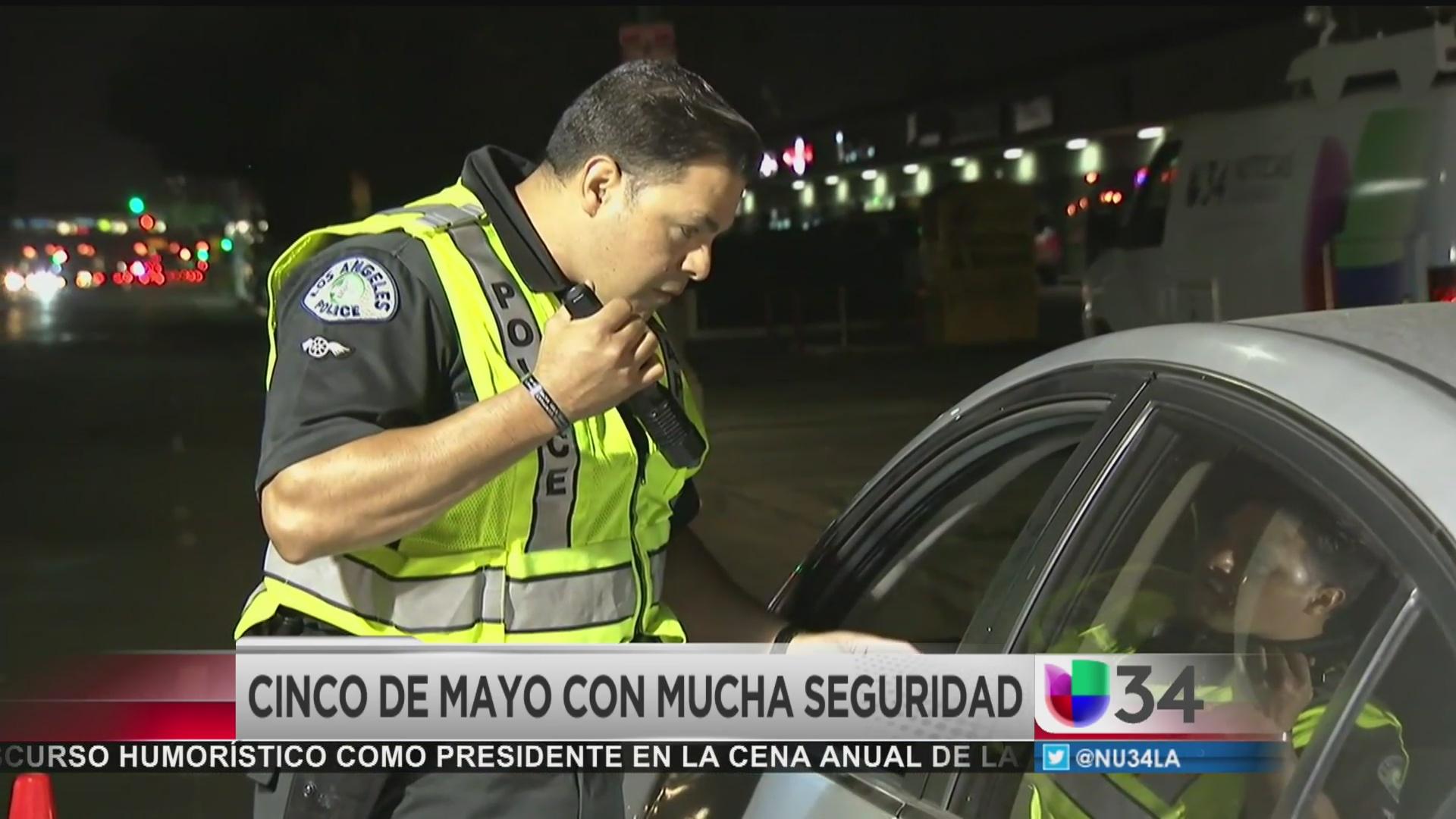 Vigilará policía de Los Ángeles que no haya personas tomadas detrás del...
