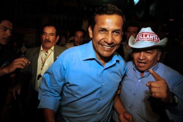 Ollanta Humala, candidato a la presidencia de Perú, piensa que hay un pl...
