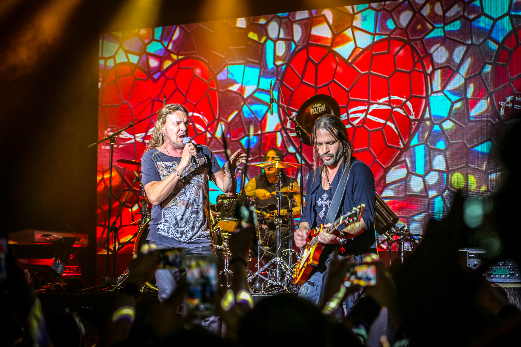 La banda de rock Maná recibió este 10 de febrero su estrella en el Paseo...