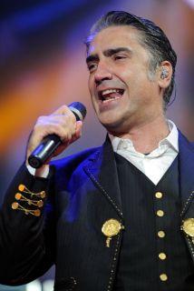 Alejandro Fernández está de regreso con su nuevo sencillo titulado 'Hoy...