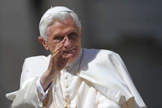 Benedicto envió su primer tuit desde una cuenta del Vaticano el año pasa...