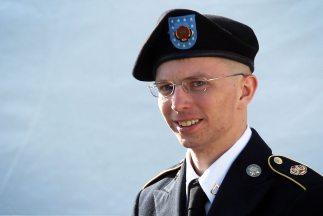 Manning, de 24 años, está acusado de transferir miles de documentos clas...