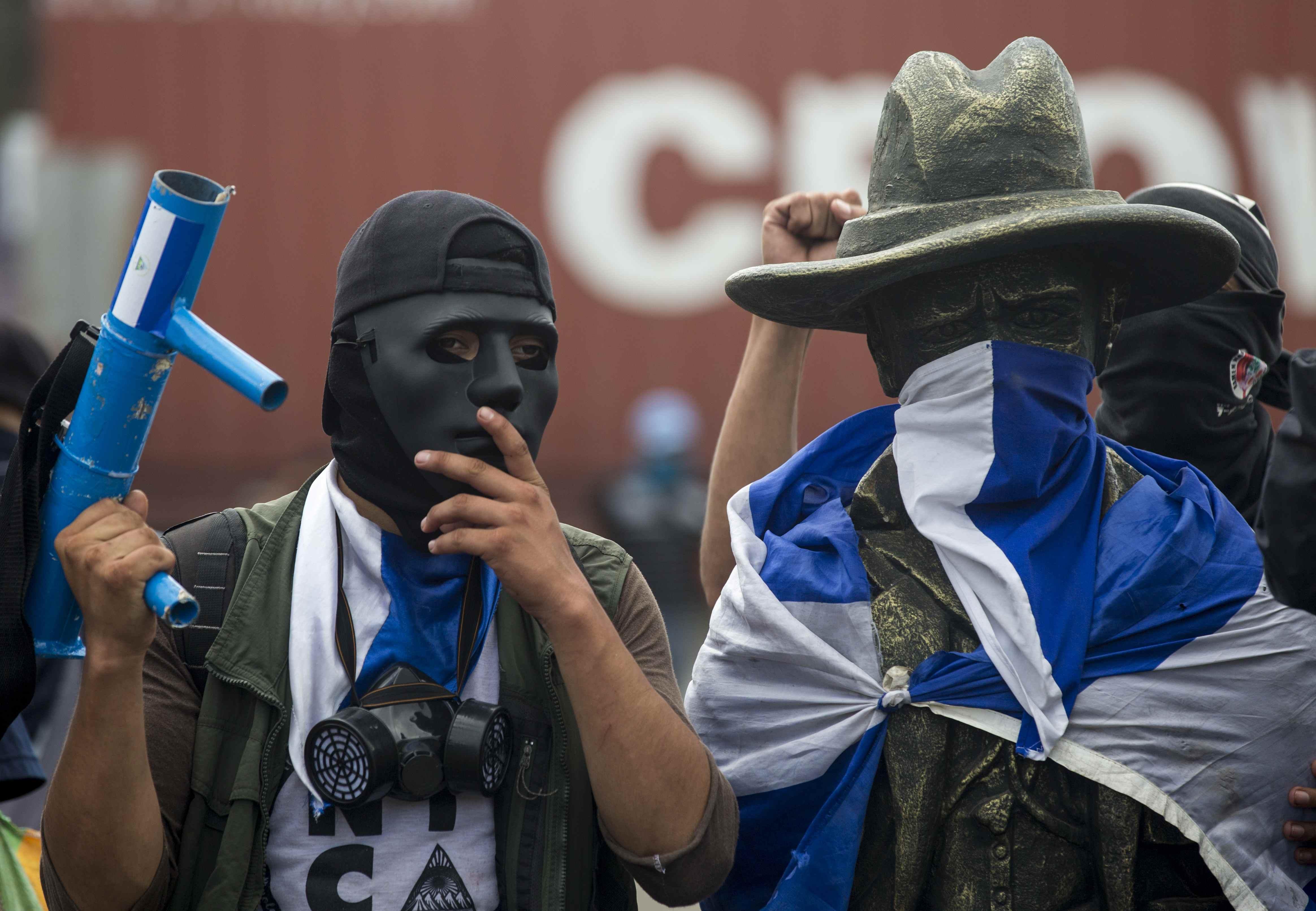 Paro total y varios muertos: la huelga general en Nicaragua pone aún ...