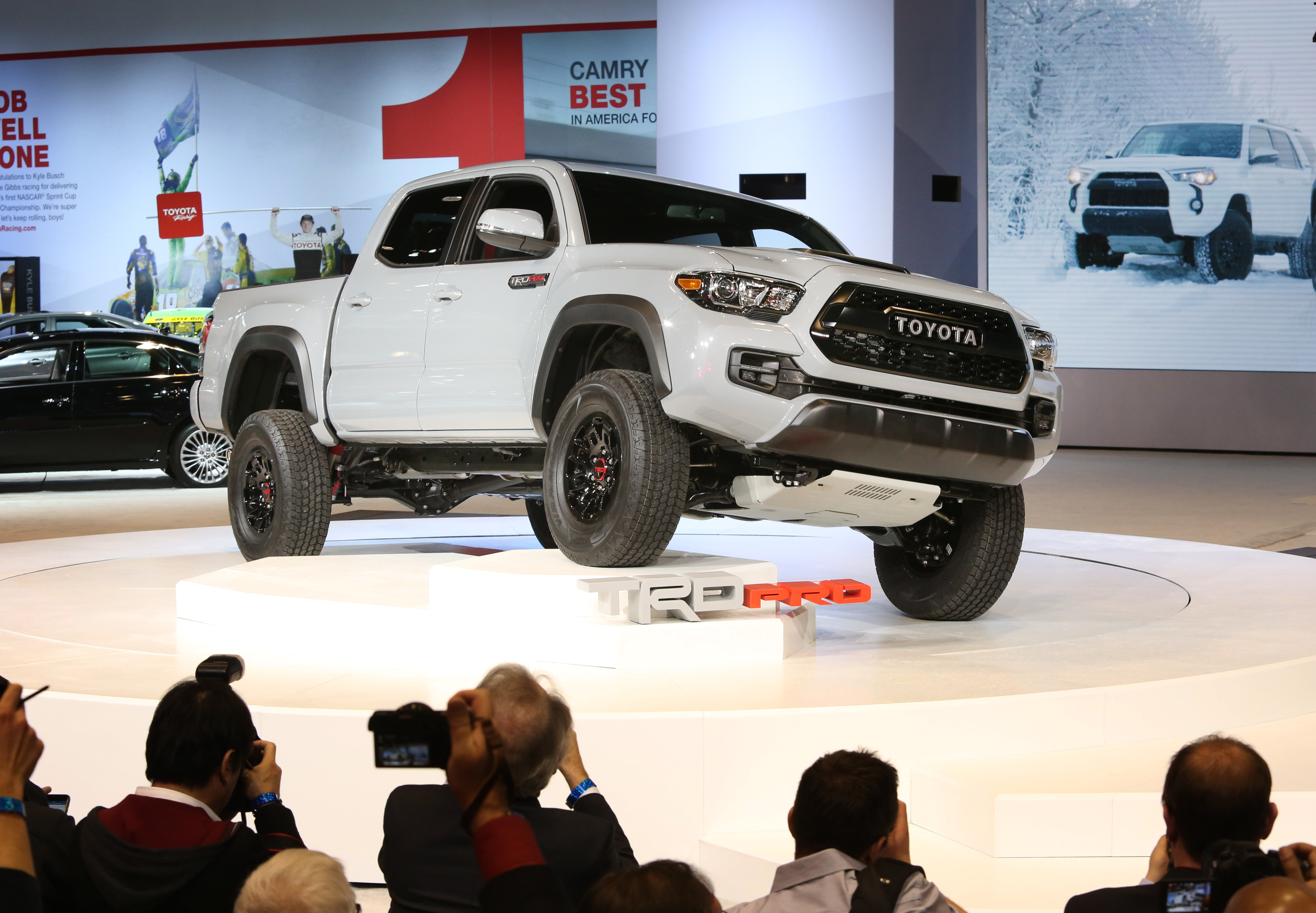 chicago 2016 la toyota tacoma trd pro 2017 refresca las tradiciones todoterreno de toyota. Black Bedroom Furniture Sets. Home Design Ideas