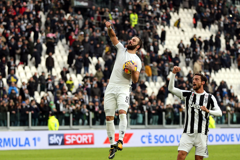Con triplete de Higuaín, la Juventus al estilo Super Bowl goleó 7-0 ...