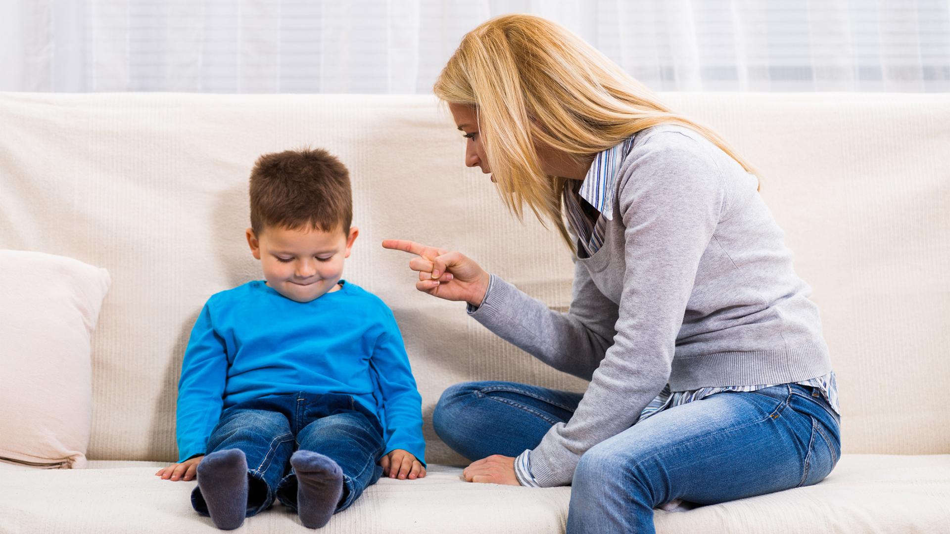 Сын наказал свою мать жестоко, Властная мать наказала нахального сына 9 фотография