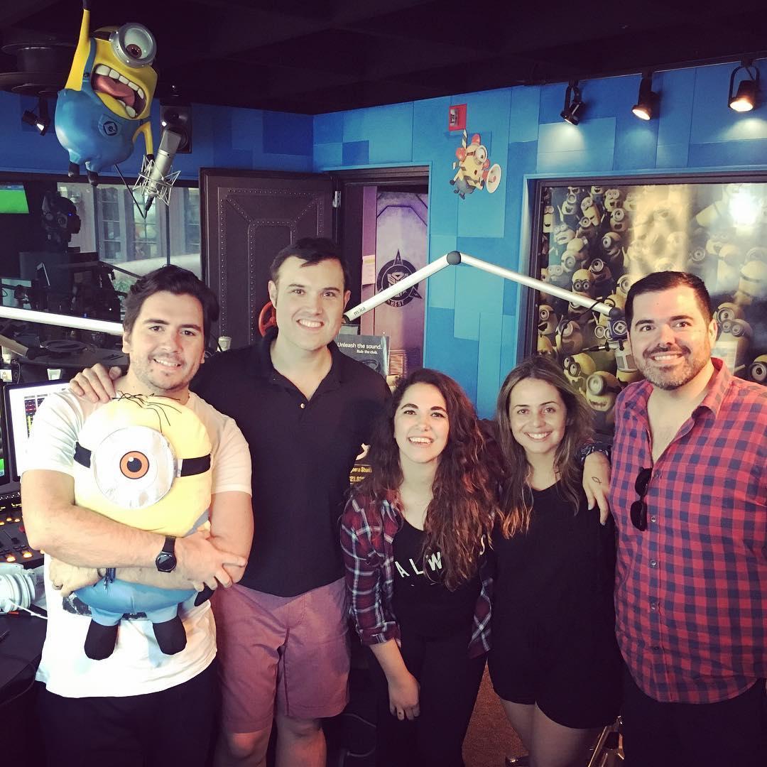 Alberto Sardiñas Junto A Santi Y Laurita De Fiesta En Universal Orlando