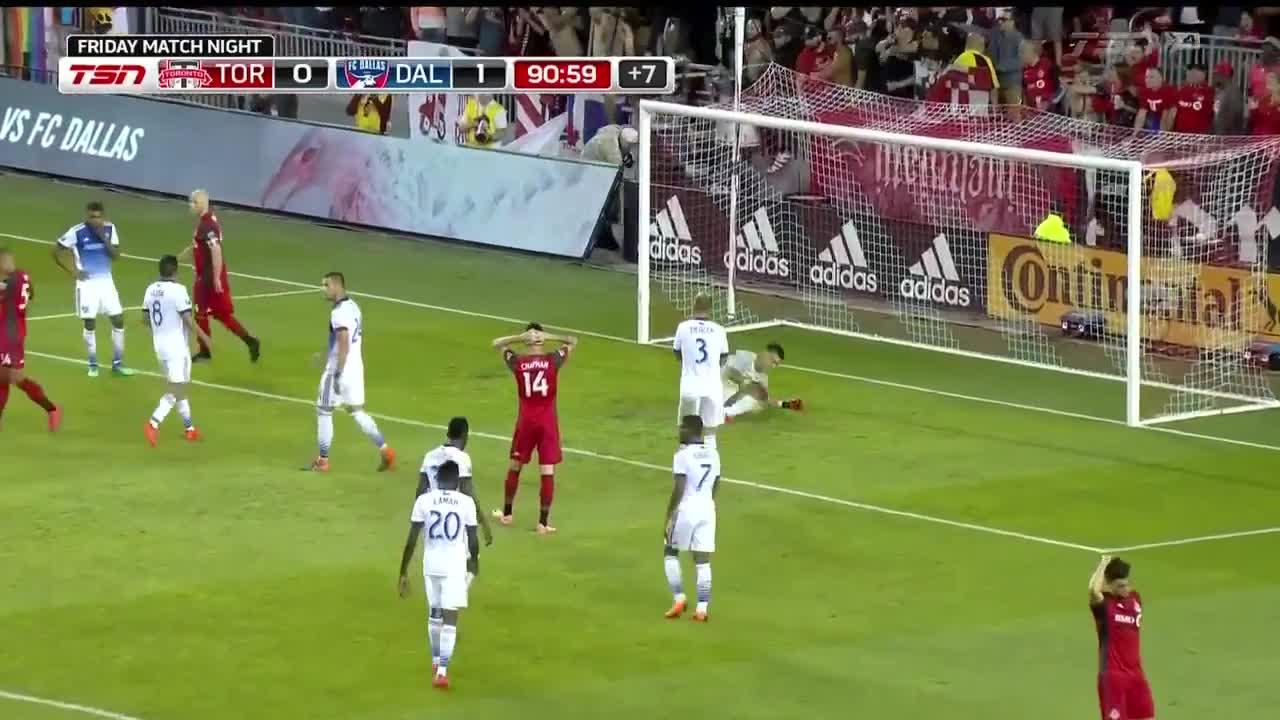 Milagrosa atajada con las uñas, Jesse González evita el gol del ...