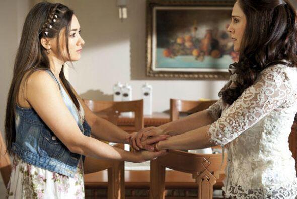"Gracias a ""Candelaria"", ""Adriana"" supo que  ""Liliana"" era su hija."