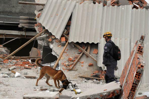 Un edificio de dos pisos se colapsó en Sao Mateus, quitánd...