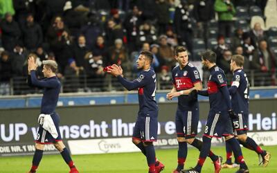 El Eintracht alejó al Bayer Leverkusen del liderato en la Bundesliga 636...