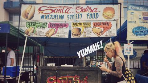 Santa Salsa ofrece comida venezolana en las calles de Nueva York.