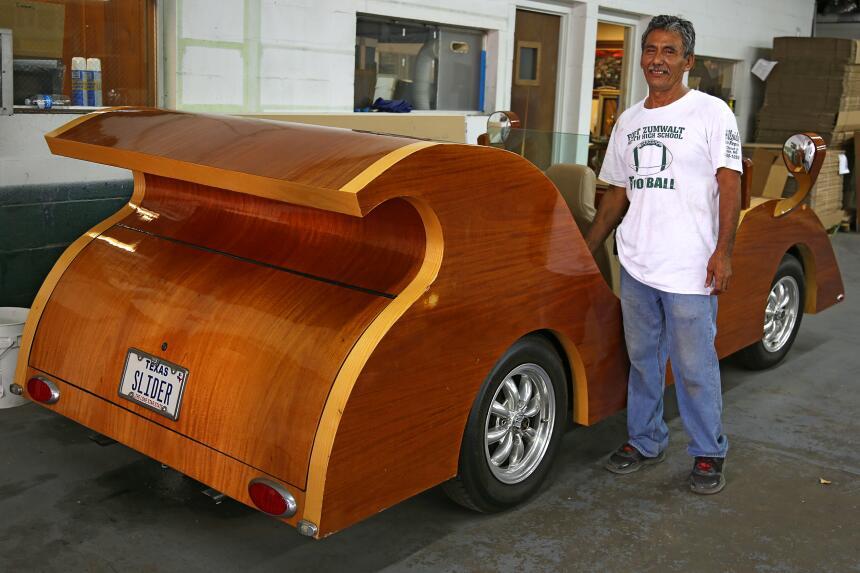 Isaac Cohen, un maestro en el arte de doblar madera