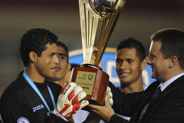 Noe Valladares recibió el trofeo de manera merecida, ya que salvó a su s...