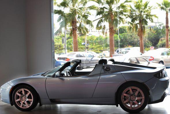 8.- Tesla Roadster.- Atrás quedaron los híbridos con poco encanto, pues...