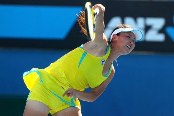 La china Shuai Peng dio cuenta de Aravane Rezai por 6-3 y 6-4.