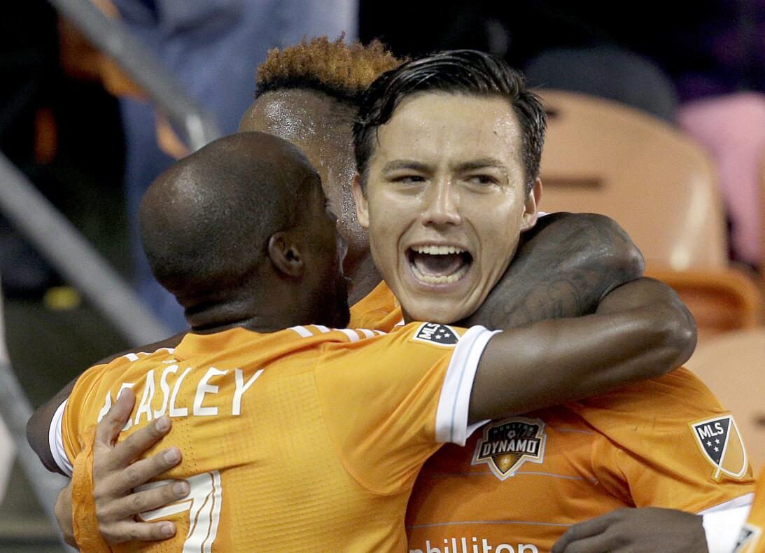 Erick 'Cubo' Torres festeja su golazo de falta ante Seattle