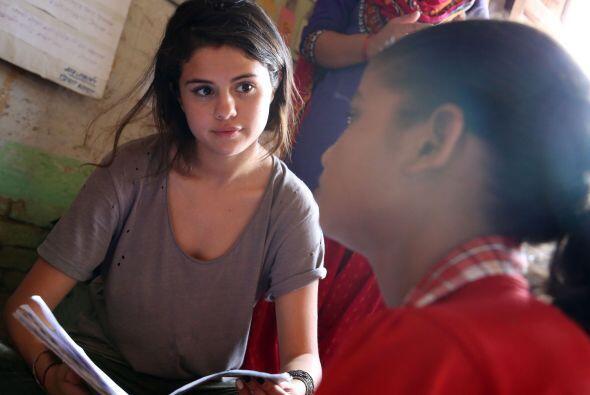A través de sus cuentas de Instagram y twitter, Selena subió fotos y vid...