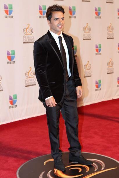 Luis Fonsi está más guapo que nunca.