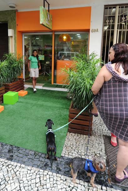 Los brasileños se muestran felices por la apertura del restaurante.
