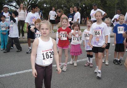 La carrera es de 5 kilómetros, además de una caminata infantil y posteri...