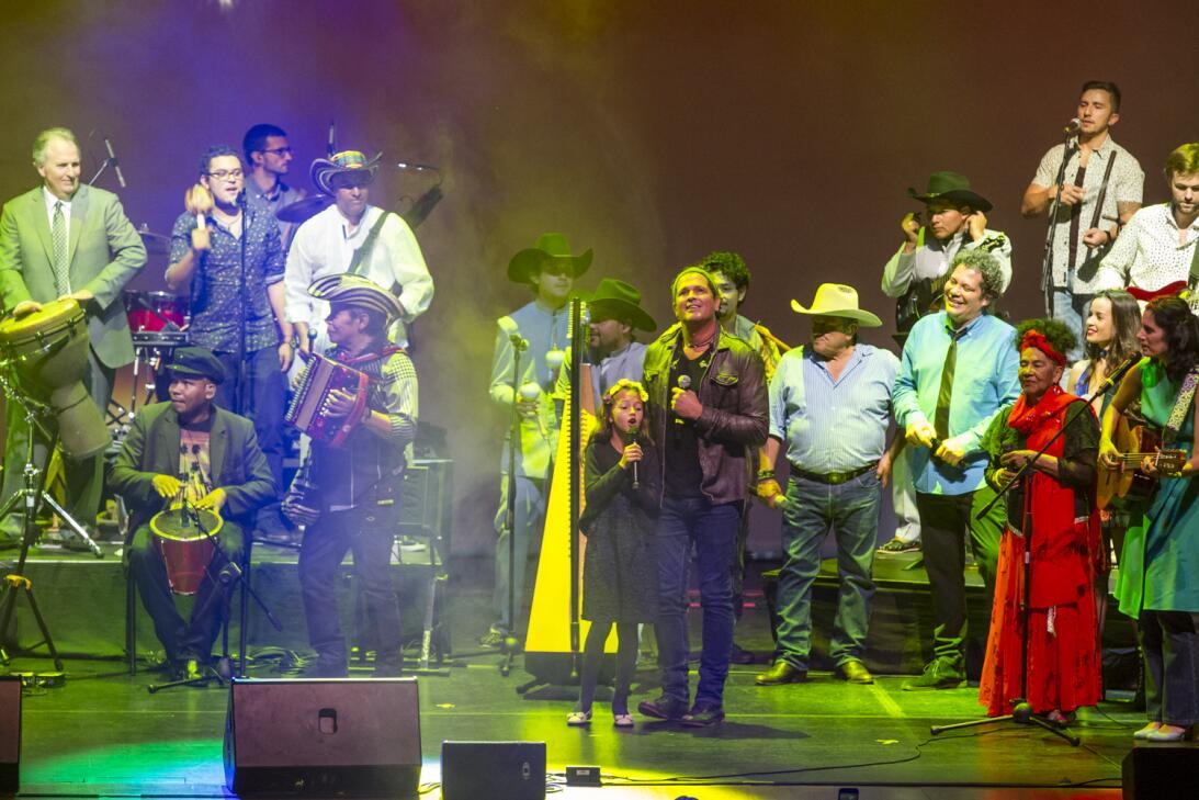 Así se vivió la previa del concierto Caminos de ida y vuelta Carlos Vive...