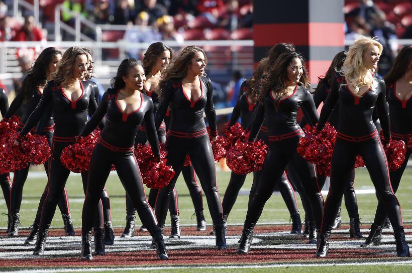 Las cheerleaders de los 49ers lucieron nuevamente estos hermosos dise&nt...