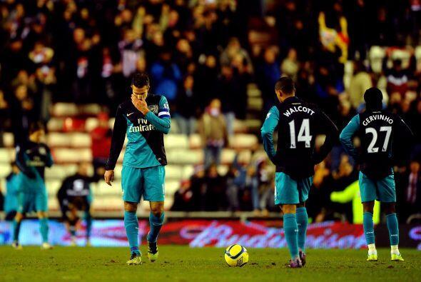 Arsenal volvió a demostrar que es un equipo muy irregular y quedó fuera...
