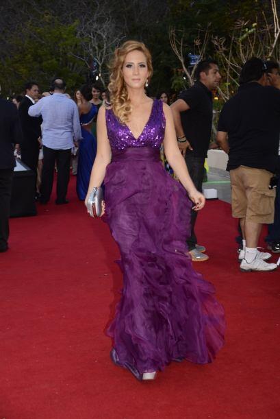 Lina Radwan eligió este morado y extravagante vestido que le dio 65% de...