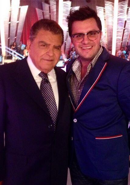 """""""Aquí Don Francisco con su fan #1 @sabadogigante"""""""