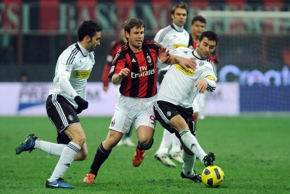 Con esto, Napoli se puso a un solo punto del Milan, que más tarde enfren...